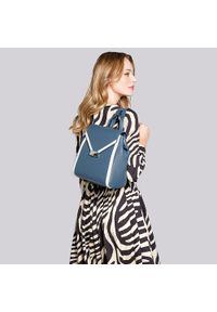 Wittchen - Damski plecak skórzany z kopertową klapą. Kolor: niebieski, biały, wielokolorowy. Materiał: skóra. Wzór: paski. Styl: klasyczny, elegancki