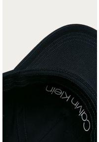 Niebieska czapka z daszkiem Calvin Klein z aplikacjami