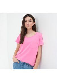 Różowy t-shirt Sinsay