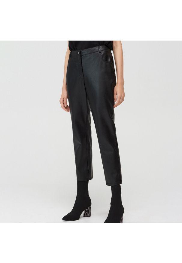 Czarne spodnie Mohito