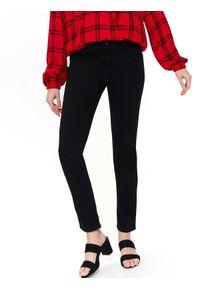 Czarne spodnie TOP SECRET w kolorowe wzory, klasyczne