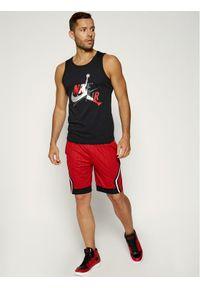 Czerwone spodenki sportowe Nike