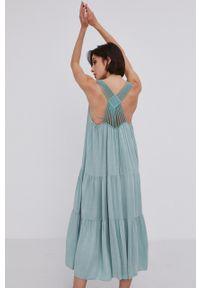 Answear Lab - Sukienka. Kolor: turkusowy. Materiał: tkanina. Długość rękawa: na ramiączkach. Wzór: gładki. Typ sukienki: rozkloszowane. Styl: wakacyjny