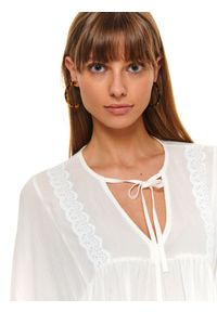 Biała bluzka TOP SECRET długa, casualowa