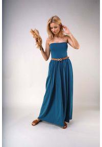 Zielona sukienka wizytowa Nommo maxi, z odkrytymi ramionami