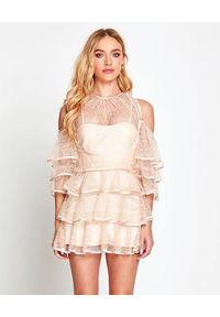 ALICE MCCALL - Pudrowa sukienka Endless Rivers. Kolor: różowy, wielokolorowy, fioletowy. Materiał: satyna, koronka. Wzór: koronka, aplikacja. Typ sukienki: z odkrytymi ramionami. Styl: klasyczny. Długość: mini