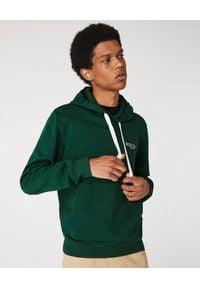 Lacoste - LACOSTE - Zielona bluza z kapturem. Okazja: na co dzień. Typ kołnierza: kaptur. Kolor: zielony. Materiał: jeans, bawełna, prążkowany. Wzór: gładki, aplikacja. Styl: sportowy, casual