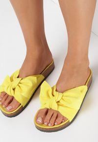 Born2be - Żółte Klapki Mapheia. Nosek buta: okrągły. Kolor: żółty