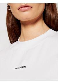 Calvin Klein Jeans Sukienka codzienna J20J215654 Biały Regular Fit. Okazja: na co dzień. Kolor: biały. Typ sukienki: proste. Styl: casual