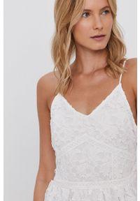 Vero Moda - Sukienka. Kolor: biały. Długość rękawa: na ramiączkach