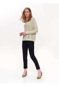 TOP SECRET - Luźny sweter z dekoltem w łódkę. Okazja: na co dzień. Kolor: beżowy. Materiał: dzianina. Wzór: ażurowy. Sezon: wiosna, lato. Styl: elegancki, casual