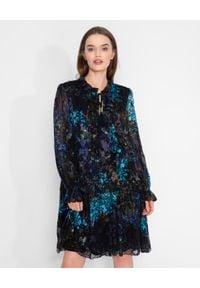 Nissa - NISSA - Wzorzysta sukienka z dodatkiem jedwabiu. Kolor: czarny. Materiał: jedwab. Długość rękawa: długi rękaw. Wzór: nadruk, aplikacja. Długość: mini