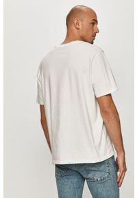 Levi's® - Levi's - T-shirt. Okazja: na spotkanie biznesowe. Kolor: biały. Materiał: dzianina. Styl: biznesowy