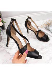 Czarne sandały Juma w ażurowe wzory