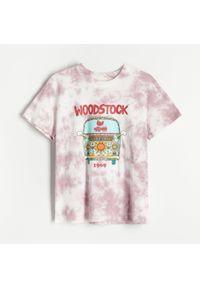 Reserved - T-shirt z nadrukiem Woodstock - Wielobarwny. Wzór: nadruk