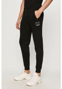 Czarne spodnie dresowe Karl Lagerfeld z nadrukiem