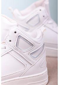 Casu - Białe buty sportowe sznurowane casu c917. Kolor: biały