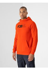 4f - Bluza dresowa nierozpinana z kapturem męska. Typ kołnierza: kaptur. Kolor: pomarańczowy. Materiał: dresówka. Długość rękawa: raglanowy rękaw. Wzór: gładki. Sezon: zima