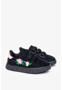 Casu - Czarne buty sportowe na rzepy z haftowanym kwiatkiem casu 666-27. Zapięcie: rzepy. Kolor: czarny. Wzór: kwiaty, haft
