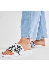 Versace Jeans Couture - Klapki VERSACE JEANS COUTURE - E0VWASQ1 71352 003. Okazja: na co dzień. Kolor: biały. Sezon: lato. Styl: casual