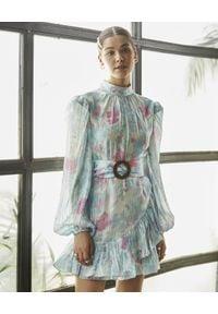 ROCOCO SAND - Niebieska sukienka w kwiaty. Okazja: na imprezę, na spacer. Kolor: niebieski. Materiał: materiał. Wzór: kwiaty. Sezon: lato. Długość: mini