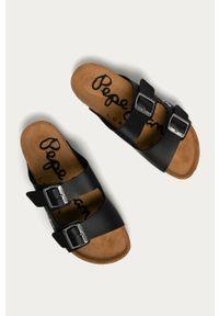 Czarne klapki Pepe Jeans