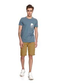 TOP SECRET - T-shirt z nadrukiem. Okazja: na co dzień. Kolor: niebieski. Materiał: tkanina, bawełna. Długość rękawa: krótki rękaw. Długość: krótkie. Wzór: nadruk. Sezon: lato. Styl: casual #3