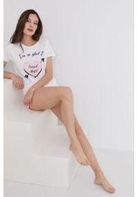 Biała piżama Answear Lab z nadrukiem, krótka