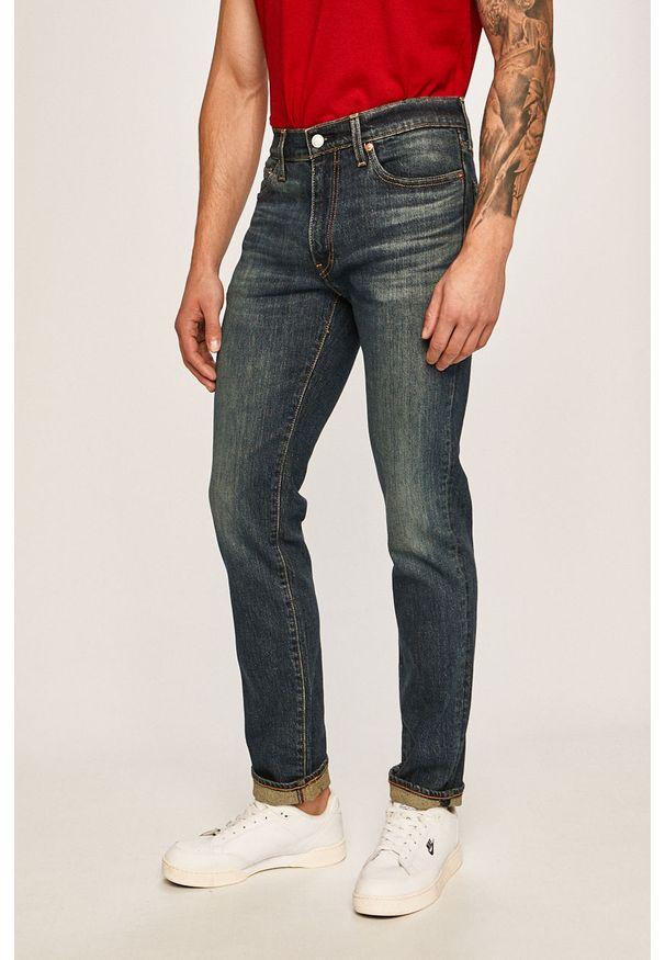 Niebieskie jeansy Levi's® biznesowe, w kolorowe wzory, na spotkanie biznesowe