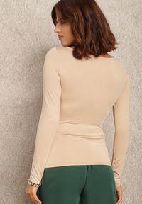 Renee - Beżowa Bluzka Ageris. Kolor: beżowy. Materiał: tkanina, dzianina, materiał, jeans. Długość rękawa: długi rękaw. Długość: długie. Wzór: aplikacja. Styl: elegancki