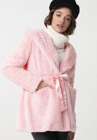Różowy płaszcz Born2be