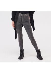 Szare jeansy Sinsay z podwyższonym stanem