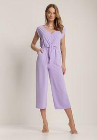 Renee - Fioletowy Kombinezon Miseisa. Kolor: fioletowy. Długość rękawa: krótki rękaw. Długość: krótkie