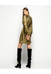 Pinko - PINKO - Złota sukienka z falbanami Fernando. Typ kołnierza: dekolt w kształcie V. Kolor: złoty. Długość rękawa: długi rękaw. Wzór: aplikacja