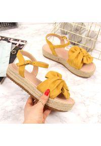 Żółte sandały T.Sokolski