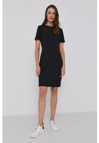 Calvin Klein - Sukienka. Kolor: czarny. Materiał: dzianina. Długość rękawa: krótki rękaw. Wzór: gładki. Typ sukienki: dopasowane