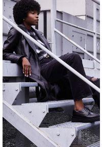 Answear Lab - Płaszcz skórzany. Kolor: czarny. Materiał: skóra. Styl: wakacyjny