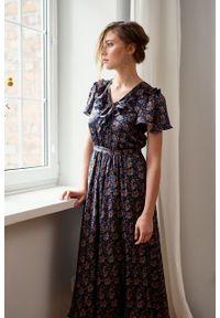 Marie Zélie - Sukienka Fleur jedwabna w kwiaty. Materiał: jedwab. Długość rękawa: krótki rękaw. Wzór: kwiaty. Sezon: lato, zima. Długość: maxi