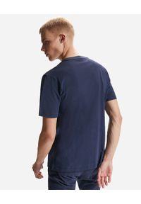 North Sails - NORTH SAILS - Granatowy t-shirt z ozdobnym haftem. Kolor: niebieski. Materiał: bawełna. Wzór: haft