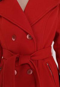 Born2be - Czerwony Płaszcz Ismissa. Kolor: czerwony. Materiał: futro, poliester. Długość: długie