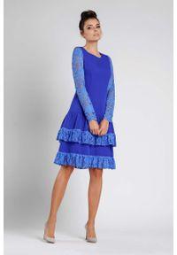 Nommo - Kobaltowa Wizytowa Sukienka z Obniżonym Stanem z Koronką. Kolor: niebieski. Materiał: koronka. Wzór: koronka. Styl: wizytowy
