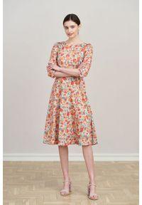Marie Zélie - Sukienka Aerin Alca brzoskwiniowa. Kolor: pomarańczowy. Materiał: bawełna, satyna, skóra, materiał. Typ sukienki: trapezowe