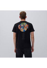 Reserved - T-shirt z artystyczną grafiką - Czarny. Kolor: czarny