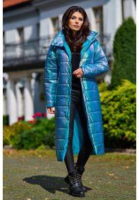 Awama - Połyskujący Pikowany Płaszcz Zapinany na Napy - Niebieski. Kolor: niebieski. Materiał: poliester