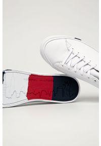 Białe sneakersy TOMMY HILFIGER na sznurówki, z cholewką
