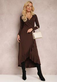 Renee - Brązowa Sukienka Mynialle. Typ kołnierza: dekolt w kształcie V. Kolor: brązowy. Materiał: dzianina. Długość rękawa: długi rękaw. Typ sukienki: kopertowe. Długość: maxi