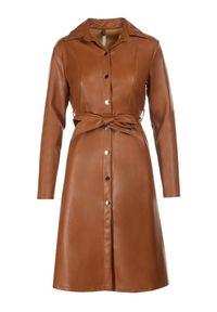 Born2be - Camelowa Sukienka Saryarus. Sezon: jesień, zima. Typ sukienki: proste, koszulowe. Styl: elegancki. Długość: midi