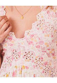LOVE SHACK FANCY - Sukienka w kwiaty Archer. Okazja: na imprezę. Kolor: różowy, wielokolorowy, fioletowy. Materiał: bawełna, koronka. Wzór: kwiaty. Długość: maxi
