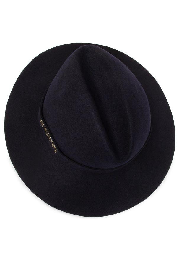 Niebieski kapelusz Patrizia Pepe