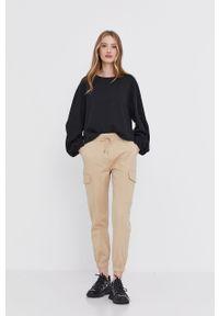 Beżowe spodnie materiałowe Answear Lab gładkie, wakacyjne